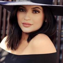 ¡Mamacita! Kylie Jenner enciende las redes con fotos sin brasier