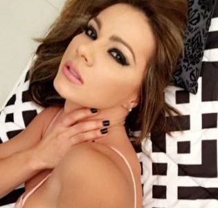"""""""¡Qué mujer!"""": le dicen a Esperanza Gómez por foto en diminuto 'trikini'"""