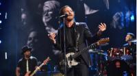 Miembros de Pearl Jam homenajean a Chris Cornell con sus camisetas