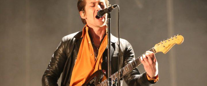 Arctic Monkeys anuncia nuevo álbum en vivo para ayudar a los necesitados
