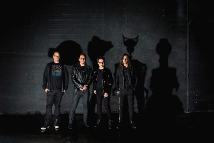 """¡Turno de Weezer! Comparten su versión de """"Enter Sandman"""" para The Metallica Blacklist"""