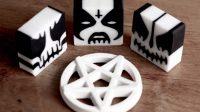 Jabones black metal para que se sienta 'darks' mientras se baña
