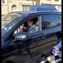 James Rodríguez: hinchas del Everton le regalan una botella como agradecimiento