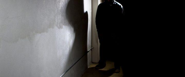Sujeto descubre a que lo están robando y decide sorprender a los ladrones