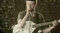 Subastan la icónica guitarra de Ian Curtis, vocalista de Joy Division