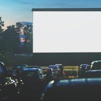 Autocine es criticado por presuntamente proyectar películas 'piratas'