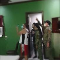 Mujer se escondió en el techo de un motel para que no la pillaran siendo infiel