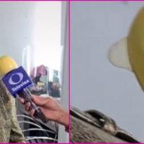 ¡Bien protegido! Periodista cubre su micrófono con un condón para evitar contagiarse de COVID-19