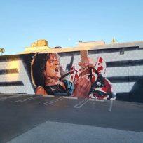(Fotos) Artista rinde homenaje a Eddie Van Halen con gigantesco mural