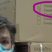¿Son condones? Descubren curiosa caja en transmisión de Claudia López